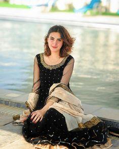 Pakistani Dresses Casual, Pakistani Bridal Dresses, Dress Indian Style, Indian Dresses, Frock Fashion, Fashion Dresses, Pretty Dresses, Beautiful Dresses, Black And Blue Dress