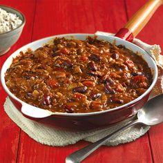 Ingrédients : 700 g de viande de boeuf hachée 2 oignons finement émincés 2 gousses d'ail ecrasées 1 boite de tomates pelées 4 cuil. à soupe de concentré de tomate 1 poivron vert émincé 1 feuille de laurier 1 pincée de cumin 1 pincée d'origan 1 pointe de piment de Cayenne 1 pointe de piment