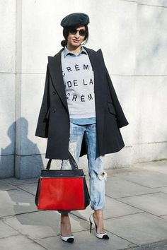 60 ways to wear blue jeans -ripped slim boyfriend jeabs, black and white heels, red bag, graphic sweatshirt // london street style