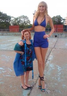 Extremely Tall Women (18)