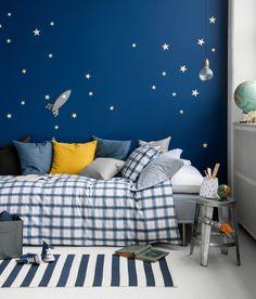 Ковёр в детскую комнату для мальчика (68 фото): делаем грамотный выбор http://happymodern.ru/kovyor-v-detskuyu-komnatu-dlya-malchika-68-foto-delaem-gramotnyj-vybor/ Детская комната мальчика - это огромный мир, который станет местом для реализации смелых мальчишеских фантазий
