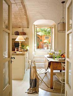 Una casa decorada con el encanto de lo rústico