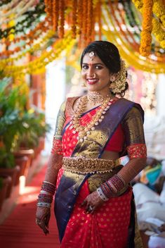 Don't you think South Indian weddings are really fascinating? From South Indian brides beautifully decked up in Kanjeevaram to larger than life decor whilst being minimal and intimate, their each and . Pattu Sarees Wedding, Indian Bridal Sarees, Indian Bridal Outfits, Silk Sarees, Wedding Outfits, Kanjivaram Sarees, Indian Bridal Fashion, Net Saree, Lehenga Saree
