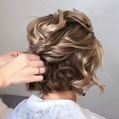 Easy Hairstyles Bun Bridesmaid is part of Easy Wedding Hairstyles You Can Diy Bridalguide - Stylish Hairstyle 💁‍♀️ Short Hair Updo, Curly Hair Styles, Natural Hair Styles, Messy Updo, Braided Hairstyles, Wedding Hairstyles, Updos Hairstyle, School Hairstyles, Everyday Hairstyles