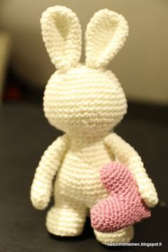 Hobbies And Crafts, Diy And Crafts, Crochet Coaster Pattern, Drops Design, Crochet Fashion, Diy Crochet, Handmade Toys, Handicraft, Dinosaur Stuffed Animal