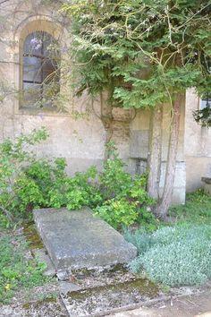 La tombe de Romain Rolland, au cimetière de Brèves. Photo d'archives