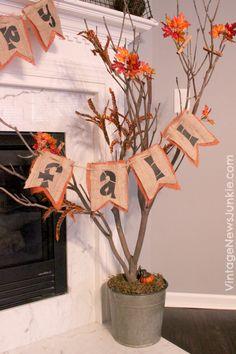 Bring the Outdoors in With This DIY Fall Tree Przenieś się na zewnątrz dzięki temu upadkowemu drzewku DIY Fall Banner, Fall Garland, Fall Home Decor, Autumn Home, Autumn Fall, Autumn Decorating, Decorating Ideas, Autumn Crafts, Fall Projects