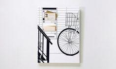 Un mueble para correspondencia integrado en un cuadro manga.   Canvas Works by Noto Fusai for Comicalu.