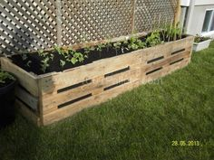 Outdoor Pallet Projects Flower and Vegetables planter in pallet garden with Planter Pallets Flowers - Little flowers house and vegetable planters made from recycled pallets. The pallet planter idea is coming from our imagination. Pallet Garden Box, Pallets Garden, Garden Boxes, Pallet Gardening, Pallet Planter Box, Garden Ideas With Pallets, Pallet Flower Box, Vegetable Planters, Diy Planters