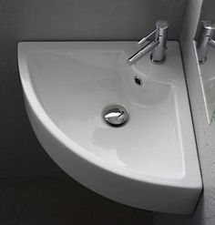 modern fan-shaped corner sink