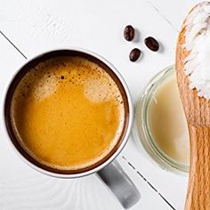 How to make a creamy vegan ketogenic coffee - full of healthy fats! Coconut Oil Coffee, Coconut Oil Uses, Benefits Of Coconut Oil, Oil Benefits, Organic Ghee, Organic Coconut Oil, Healthy Fats, Healthy Snacks, Healthy Eating