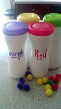 Easy sorting game for tots using puff containers and craft pom-poms.