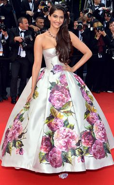 2014 Elegant Pageant Gowns Sonam Kapoor in Cannes Film Festival Ball Gown Print Flowers Satin Celebrity Evening Dresses Ball Gowns Prom, Party Gowns, Ball Dresses, Sexy Dresses, Nice Dresses, Prom Dresses, Formal Dresses, Pageant Gowns, Quinceanera Dresses