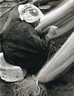 Mending fish net: photo by Linda Butler from Rural Japan