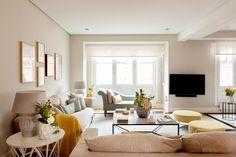 """SALÓN - REFORMA Y DECORACIÓN, NATALIA ZUBIZARRETA INTERIORISMO. Nos encontramos ante un proyecto de decoración y amueblamiento de una vivienda con un potencial muy especial para el equipo: espacios abiertos y mucha luz natural. La propietaria estaba encantada de poder contar con la vivienda que fue de su abuela. Ahora, se encontraba en ella contemplando el precioso espacio que debía decorar para hacerla """"suya"""". Cozy Living Rooms, Living Room Furniture, Living Room Decor, Living Room Inspiration, Room Colors, Living Room Designs, House Design, Interior Design, Home Decor"""