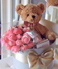 Flower Box Gift, Flower Boxes, Diy Birthday, Birthday Gifts, Birthday Wishes Flowers, Valentines Gift Box, Gift Bouquet, Luxury Flowers, Diy Crafts For Gifts