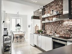 DECO | Un fabuloso piso blanco, negro y pared con obra vista
