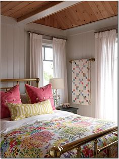 I like the towel bar with the quilt on it. Nice display idea.