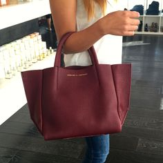 This Ampersand As Apostrophe tote is the perfect bag for Fall. Classic yet fashion forward, a must for every closet. #ampersandasapostrophe #handbags #purses #totes #bags #leather #quality #highend #designer #musthave #willow #willowboulder #willowmusthave