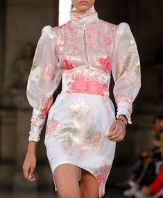 Dee_zigns — themakeupbrush: Diogo Miranda S/S 2019 80s Fashion Party, High Fashion, Fashion Show, Fashion Outfits, Fashion Design, Fashion Hacks, Korean Fashion, Fashion Models, Couture Fashion