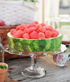 Eat with your eyes! Cut 2 thick slices of a whole watermelon and use as a flat cake. With a melon-baller make balls and stack on top to decorate. Summer fruit, simple and delicious. Raw Food Recipes, Cooking Recipes, Gourmet Foods, Detox Recipes, Good Food, Yummy Food, Food Presentation, Creative Food, Fresh Fruit