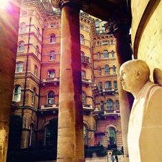 The statue of John Nash who designed Regent Street and The Langham. #johnnash #architecture #architect #statue #thelangham #langhamhotel #exterior #facade #allsoulchurch #fivestar #hotel #london #light #shadow #sun #toshi147147 #design #建築 #建築探訪 #ホテル #光 #フォロー #like4like #picoftheday #instadaily #instagood #igers #デザイン by toshi147147