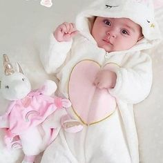 Cute and cuddly 😍 Cute Baby Boy Photos, Cute Little Baby Girl, Cute Kids Pics, Baby Boy Pictures, Cute Baby Videos, Cute Baby Girl Wallpaper, Cute Babies Photography, Urban Photography, Foto Baby