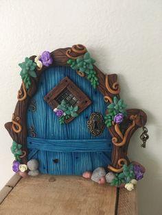 Succulent Fairy Door. Polymer Clay Fairy, Cute Polymer Clay, Polymer Clay Creations, Polymer Clay Crafts, Diy Fairy Door, Fairy Garden Doors, Fairy Doors, Clay Fairy House, Fairy Houses