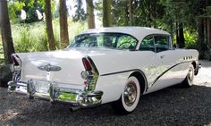 1955 Buick Century two-door hardtop 1956 Buick, 1955 Chevrolet, Old American Cars, American Classic Cars, Buick Models, Buick Cars, Buick Century, Pontiac Bonneville, Pretty Cars
