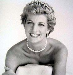"Lady Diana Frances Spencer - Princess Of Wales ""Princess Diana"" As we approach the thirteenth anniversary of the u. Princess Diana Facts, Princess Diana Death, Princess Of Wales, Lady Diana, Diana Spencer, Princesa Diana, Divas, Diana Funeral, Queen Of Hearts"