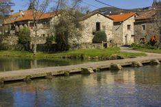 Información sobre el peto y la pontella de Loureza, en Oia, en la parroquia del mismo nombre, sobre el Río Tamuxe o Carballas.