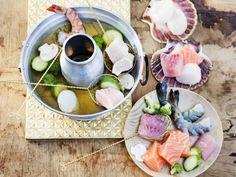 Fisch-Fondue mit Fischfilet, Jakobsmuscheln und Garnelen - dazu ein leckeres Dip-Dreierlei mit Papaya-Sauce, Litschi-Sauce und Chilisauce | http://eatsmarter.de/rezepte/fondue-mit-fisch-1