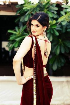 Zarine Khan Announces Association with India Wedding Lounge 2013 Bollywood Actress Hot, Beautiful Bollywood Actress, Bollywood Saree, Indian Bollywood, Beautiful Indian Actress, Red Saree, Saree Dress, Beautiful Saree, Pakistani