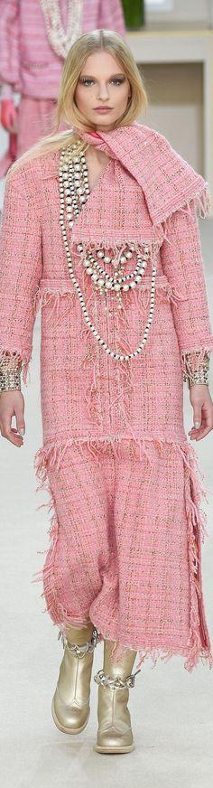 http://www.beadkraft.com/beads/pearls.html  Chanel loves pearls!!