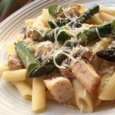 Penne with Chicken & Asparagus Recipe, looks yummy & healthy (by substitution of wheat pasta) Asparagus Dishes, Chicken Asparagus, Asparagus Recipe, Fresh Asparagus, Asparagus Spears, Fresh Garlic, Pasta Recipes, Chicken Recipes, Cooking Recipes
