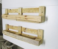 Reuse of wood pallets to make shelves. by Leugge , via Behance Wood Pallet Recycling, Wooden Pallet Projects, Wood Pallet Furniture, Pallet Crafts, Recycled Pallets, Wooden Pallets, Pallet Ideas, Diy Projects, Pallet Benches