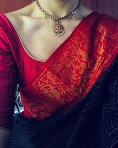 Looking for necklace to wear with sarees? Here are adorable necklace designs that you can wear from trendy to traditional sarees. Saree Blouse Patterns, Saree Blouse Designs, Kurta Designs, Indian Attire, Indian Outfits, Indian Wear, Indian Dresses, Indian Style, Indian Clothes