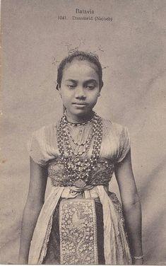 Batavian dancer girl. 1912.