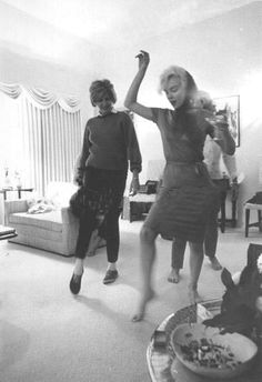 [1962] Marilyn Monroe, just dancing with friends.