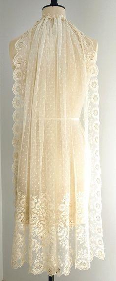 Gorgeous Antique Brussels Lace Wedding Veil www.chantillydreams.com