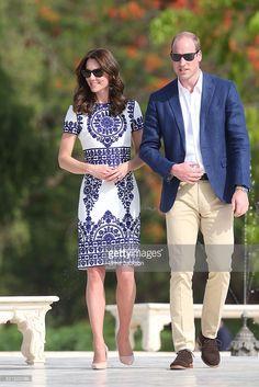 #Kate in Naeem Khan blue and white print dress at the Taj Mahal - April 16, 2016 #india #royaltour