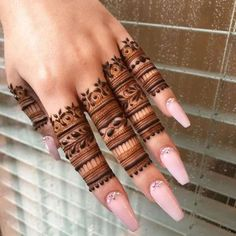 Simple Mehndi Designs Fingers, Latest Finger Mehndi Designs, Pretty Henna Designs, Henna Designs Feet, Indian Mehndi Designs, Back Hand Mehndi Designs, Mehndi Designs Book, Mehndi Simple, Unique Mehndi Designs