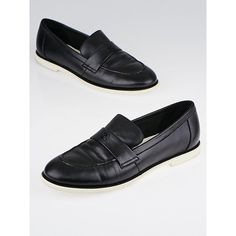 Pre-owned Chanel Black Lambskin Leather Loafer Flats (1696835 PYG) ❤ liked on Polyvore featuring shoes, loafers, flat pumps, black flat shoes, loafers moccasins, black shoes and black loafer shoes