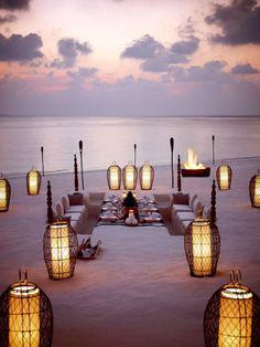 Diner sur la plage Dusit Thani Resort Maldives