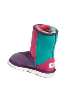UGG... Holy crap there are uggs that are all my favorite colors together. Not sure what I would wear these with but I want! Now if they only has bows in the back like the other ones I posted I would be broke right now.