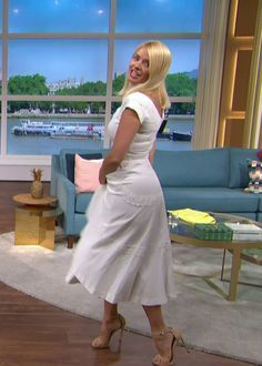 Holly Willoughby Legs, Holly Willoughby Outfits, White Midi Dress, Return To Work, Curvy Women, Looking Gorgeous, Floral Prints, Beautiful Women, Posts
