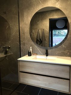 Snedker Bad Koncept møbel til dit Badeværelse Bathroom Lighting, Mirror, Wood, Furniture, Home Decor, Madeira, Bathroom Vanity Lighting, Woodwind Instrument, Mirrors