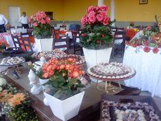 arranjos florais pra mesa de doces
