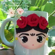 Resultado de imagen para frida kahlo en porcelana fria Cute Polymer Clay, Polymer Clay Dolls, Polymer Clay Projects, Polymer Clay Charms, Polymer Clay Creations, Clay Crafts, Diy And Crafts, Cute Mug, Mexican Crafts
