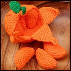 Peelable Orange Amigurumi | YouCanMakeThis.com